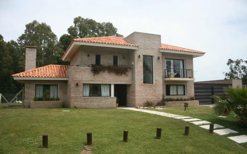 12 bonitas fachadas de casas con tejas fachadas de casas for Fachadas de casas modernas con piedra de una planta