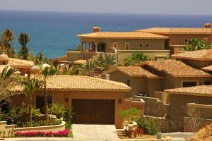 12 Bonitas fachadas de casas con tejas (7)