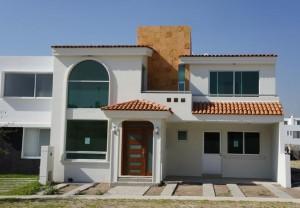12 Hermosas y modernas fachadas de casas con balcón (9)