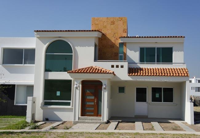 12 bonitas fachadas de casas con tejas fachadas de casas for Casas modernas y fachadas