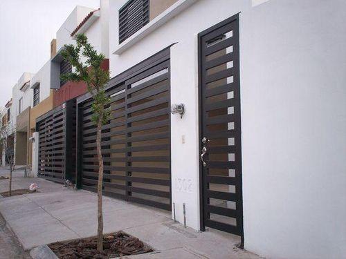 11 fachadas de casas modernas con herrer a fachadas de for Fachadas de casa modernas con pergolas