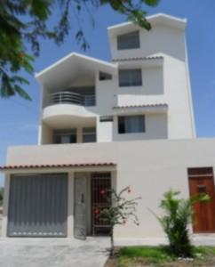 10 Fachadas de casas modernas de 3 niveles (2)