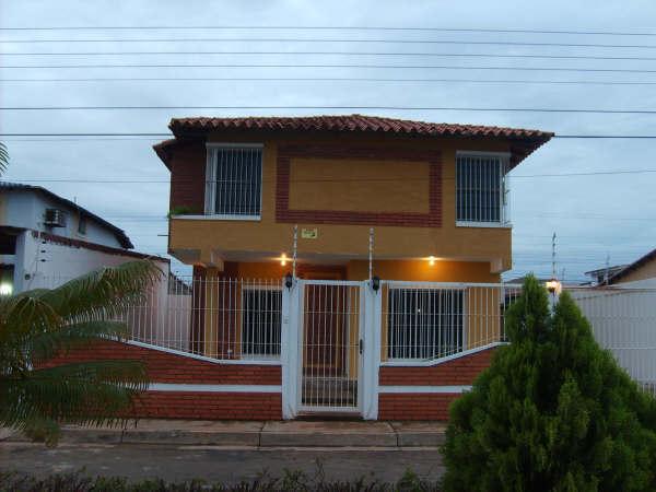 9 hermosas fachadas de casas modernas en venezuela