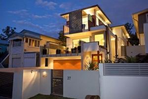 11 fachadas de casas modernas a desnivel (5)
