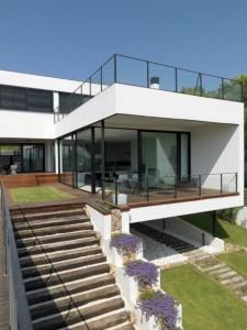11 fachadas de casas modernas a desnivel (6)
