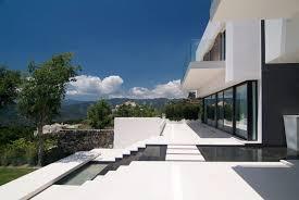 10 fachadas de casas modernas blancas (3)