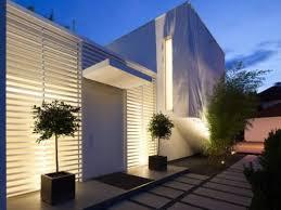 10 fachadas de casas modernas con rejas (9)